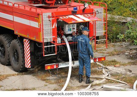 Orel, Russia - August 28, 2015: Fire Engine In Action Operated By Russian Emergency Control Fireman
