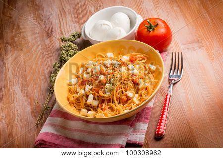 spaghetti with buffalo mozzarella tomato and oregano