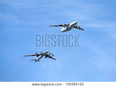 Russian military transport plane Il-78 refueling tankers and Tu-95 strategic bomber