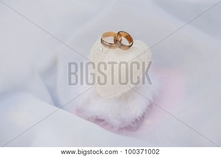 Wedding Rings With Wedding Decoration