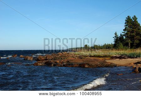 Karelian shore of the White Sea near the Pongoma village.