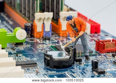 computer board and workers, symbolfoto for computer failure, maintenance, data security