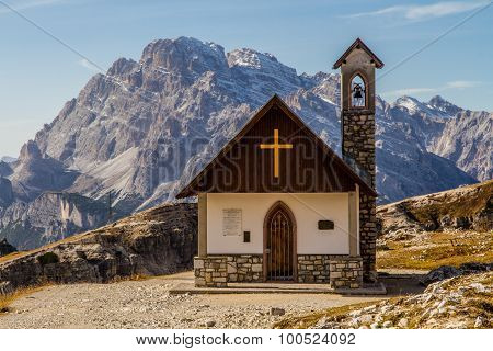 Mountain Chapel-tre Cime Lavaredo,dolomites,italy