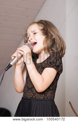 Girl singing on a microphone