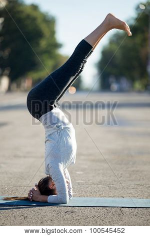 Street Yoga: Supported Headstand Yoga Pose