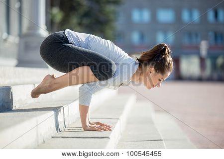Street Yoga: Bakasana