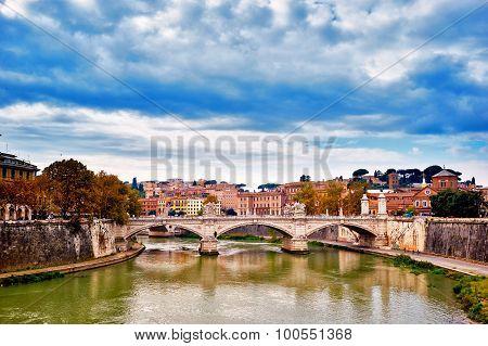 Bridge Across River Tiber, Ponte Umberto, Links Piazza Di Ponte Umberto I To Piazza Dei Tribunali In