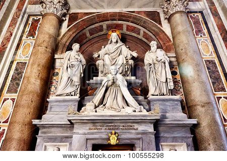 Sculptures In St. Peter's Basilica In Rome Showing Jesus, Saint Paul, Saint Peter And A Pope