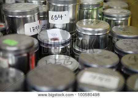 Industrial paint cans