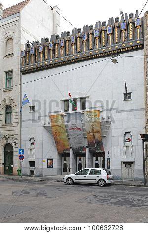 New Theatre Budapest