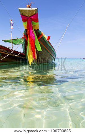 Prow Thailand   Asia Isle Blue    Pirogue    A Sea