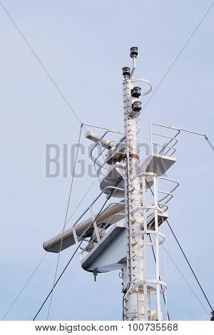 mast on the ship