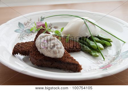 poached eggs on a green bean with crusty bread
