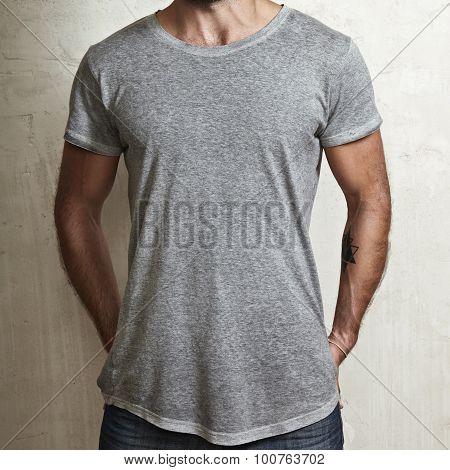 Muscular guy wearing grey t-shirt