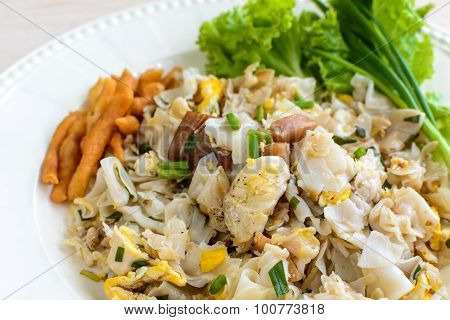 Stir Fried Chicken With Noodles And Vegetable