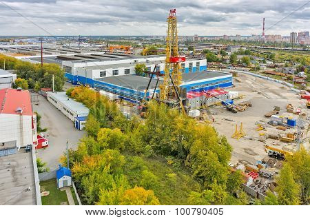 Installation of derrick. Tyumen. Russia