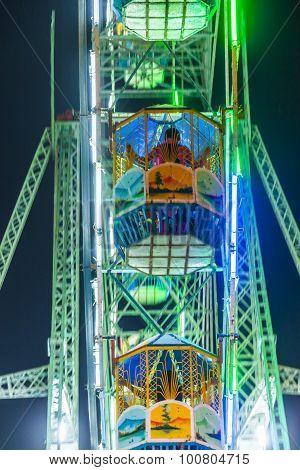 People Enjoy The Big Wheel In The Amusement Park In Delhi