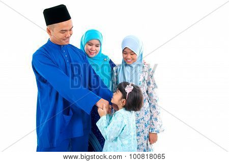 muslim girl greeting to father