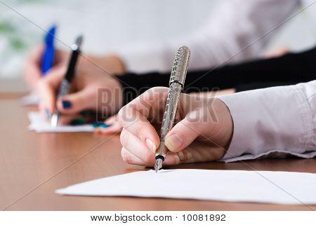 Signing women