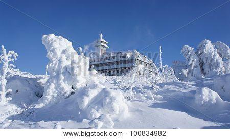 The Fichtelberghaus in winter