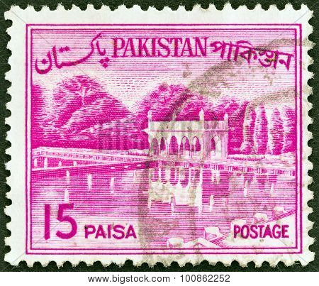 PAKISTAN - CIRCA 1961: A stamp printed in Pakistan shows Shalimar Gardens, Lahore
