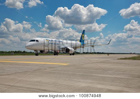 Ukraine International Airlines Erj-190