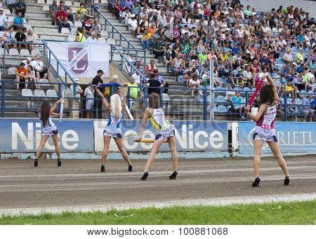 Girls With Umbrella Before Start