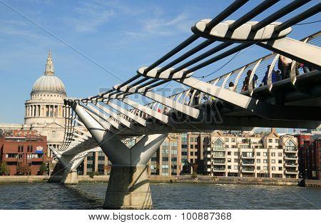 Millennium Footbridge & St Paul's Cathedral
