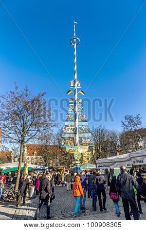Tourists At The Viktualienmarkt In Munich, Germany With Famous Maypole
