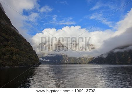 milford sound national park south island new zealand