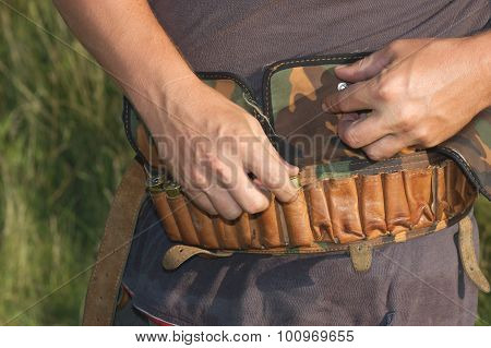 Laying of ammunition in a bandolier
