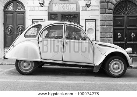Old-timer Citroen 2Cv6 Special Car