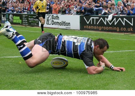 BATH, ENGLAND. 10 SEPTEMBER 2011  Bath's Carl Fearns, scores a try during the Aviva Premiership match between Bath and Saracens at the Recreation Ground Bath England.