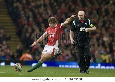 CARDIFF, WALES. 28 NOVEMBER 2009.  Leigh Halfpenny of Wales kicking a penalty while playing in the Invesco Perpetual International Rugby Union match between Wales and Australia