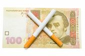 Постер, плакат: Две сигареты пересекли более ста гривну Билл