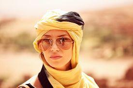 picture of yashmak  - Capture of Beautiful women wearing turban in desert - JPG