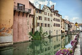 pic of annecy  - Old medieval houses and water canals in Annecy France - JPG