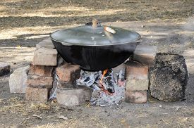 picture of cauldron  - Cooking at the picnic  - JPG
