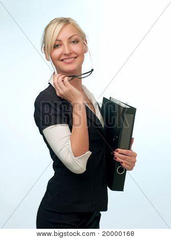 Femme en costume avec des lunettes