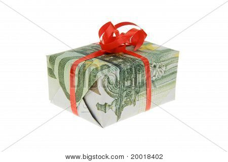 A package eingwickelt in money