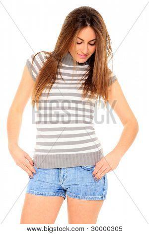 美丽的女孩短蓝色牛仔裤孤立在白色