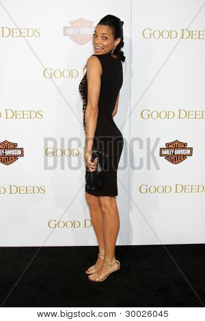 LOS ANGELES - FEB 14:  Rochelle Aytes arrives at the