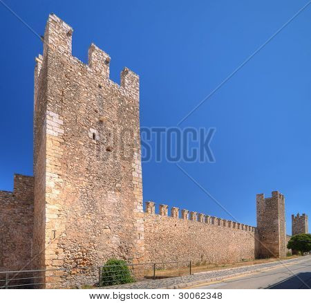 Walls and towers of Montblanc