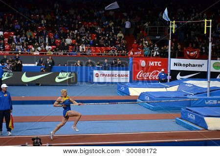 Pole vaults. Running start