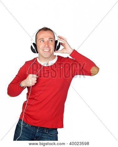 Hombre simpático con auriculares aisladas sobre fondo blanco