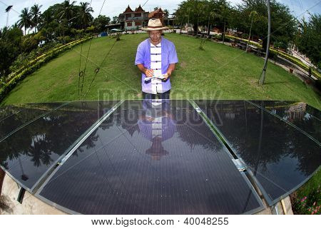 Record Solar Cell Work .