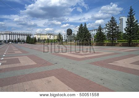 The Central Square Of Ulan-ude With An Unusual Monument To Lenin.