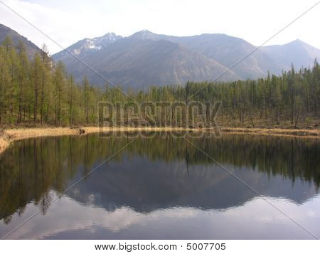Mirror Iron Lakes
