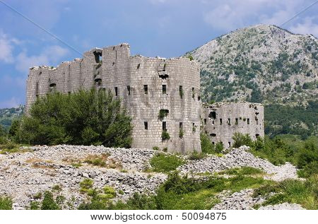 Kosmac Fortress was built between 1841-50 by the Austrians along what was then the border between the Austro-Hungarian Empire and Montenegro