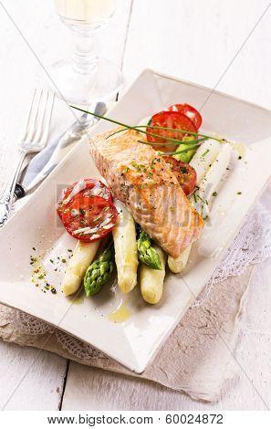asparagus with salmon